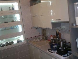 Кухня с белым фасадом из крашенного МДФ