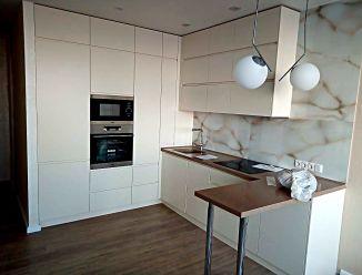 """Кухня под потолок с белыми фасадами """"минимализм"""""""