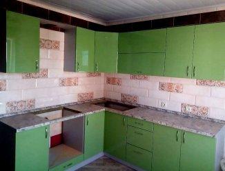 Зеленая угловая кухня МДФ