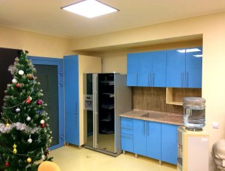 Кухонный уголок с пеналом для офиса