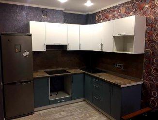 Кухонный гарнитур со столешницей из натурального порфира