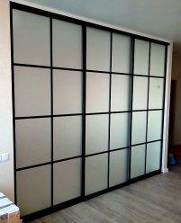 3-х дверная раздвижная перегородка с матовым стеклом