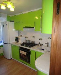 Зеленая кухня фасады крашенный МДФ