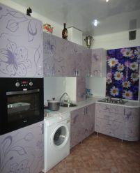 Кухня с узорами и круглым фасадом