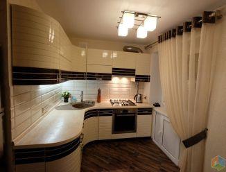 Стильная белая кухня из шпона с фрезеровкой