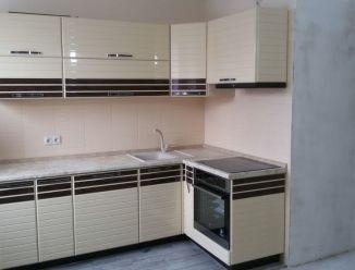 Светлый кухонный гарнитур МДФ с фрезеровкой