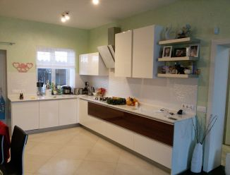 Белая кухня МДФ крашеный с профиль-ручкой