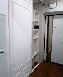 Белые шкафы-купе МДФ с фрезеровкой