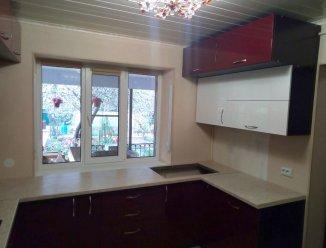 П-образная кухня для частного дома