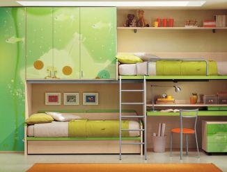 Детская мебель с рисунками на шкафах