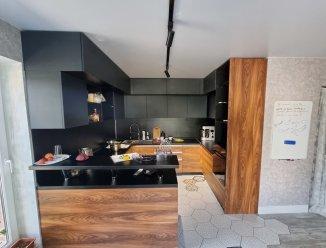 П-образная кухня МДФ краска (черная) + шпон