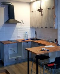 Кухня на заказ в стиле Лофт в квартире-студии