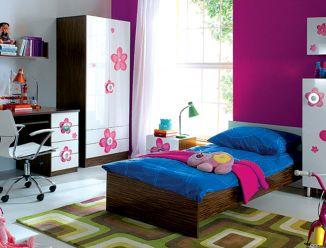Белая мебель с цветами