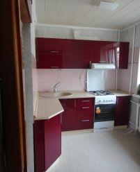 Красная кухня из крашенного МДФ