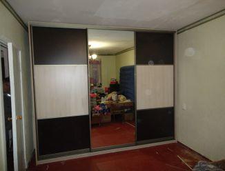 Встроенный в угол шкаф с зеркалом