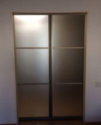 Узкие раздвижные двери для спальни