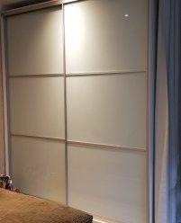 Шкаф-купе, цветное стекло