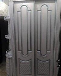 Шкаф-купе для прихожей с боковыми полками и закругленным фасадом