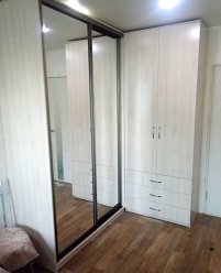 Комбинированный угловой шкаф: распашной + купе