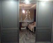 Встроенный шкаф-купе с фрезеровкой  и зеркалом