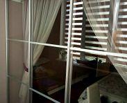 Каскадная перегородка на балкон из прозрачного стекла